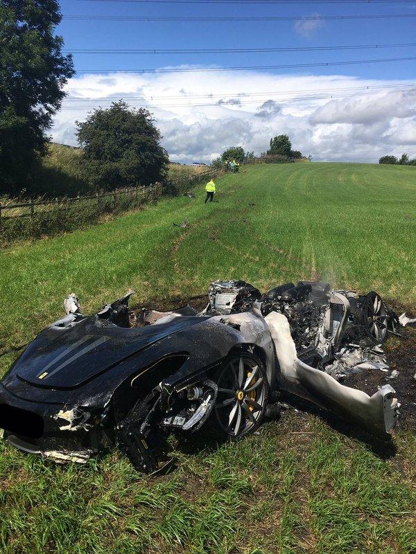 Ferrari сгорел дотла через час после покупки Ferrari, Ferrari F430, авария, дтп, идиотизм, Англия, длиннопост