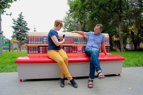 В Волгограде появилась литературная скамейка жить в России, Волгоград, библиотека, книги, электронные книги, видео, МТС, Новость