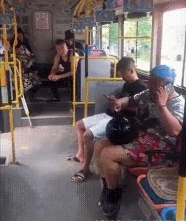 Тётя и племянник видео в автобусе фото 145-699