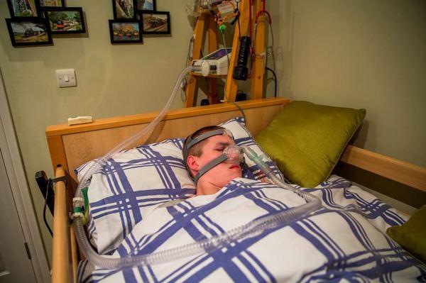 """17-летний подросток, страдающий """"проклятием Ундины"""", умрёт, если случайно уснёт редкая болезнь, Медицина, необычное заболевание, новость, врачи, длиннопост"""