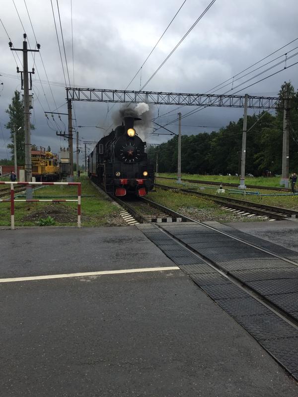 Переходил переезд в Царском Селе (Пушкин), а тут опа... Царское село, паровоз, железнодорожный переезд, нежданчик, длиннопост