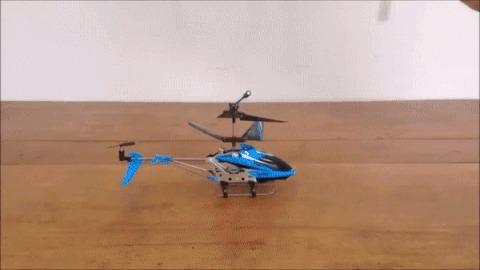Если перевернуть лопасти несущего винта радиоуправляемого вертолетика, он полетит «вверх тормашками»