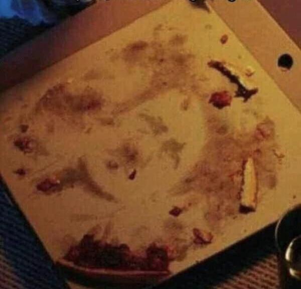 """""""Я увидел нечто странное, когда доел свою пиццу"""""""