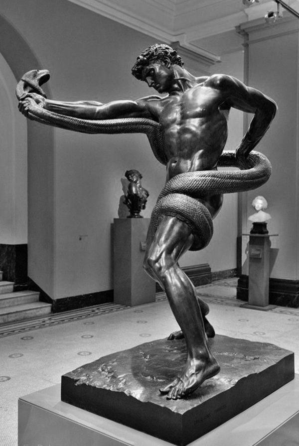 Спортсмен борется с питоном (1886) скульптура, Англия, Фредерик Лейтон, длиннопост