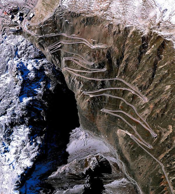 Стельвио - перевал, расположенный в Италии на высоте 2757м