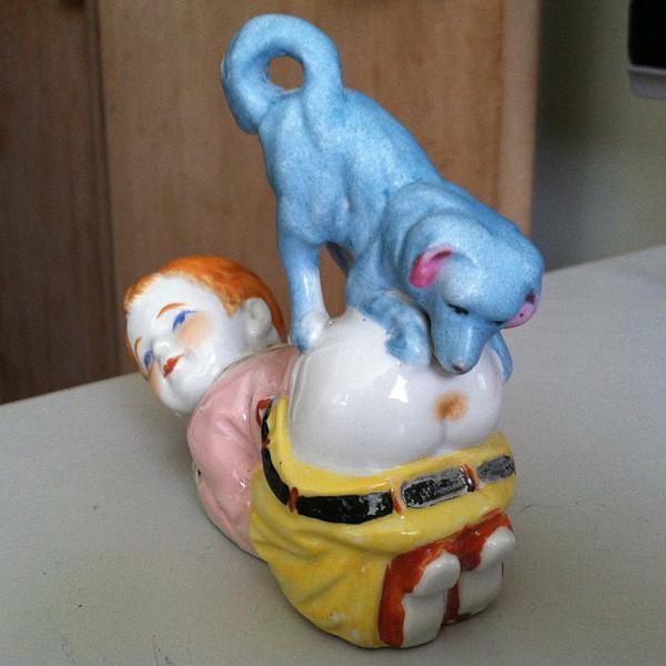 Статуэтка... собака и мальчик, попа, фарфоровая статуэтка