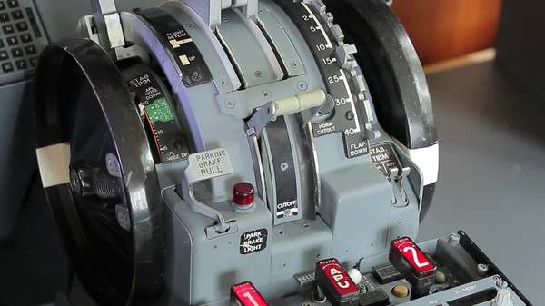 Зачем тарахтит у пилотов 737? Авиация, Авиация и Техника, система, вынос мозга, самолет, Boeing 737, длиннопост