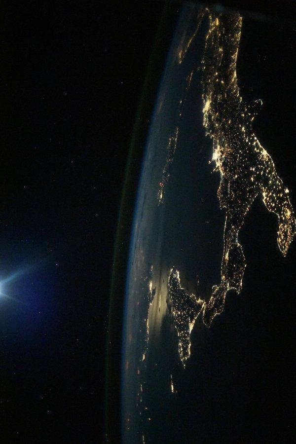 Уходящая ночь МКС, космос