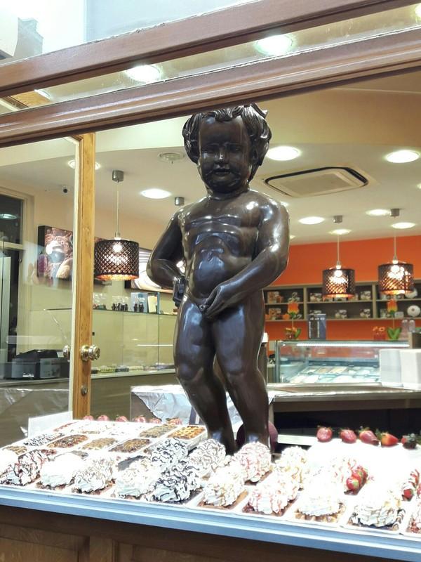 Пирожные тут при чем?( пироженые, писающий мальчик, Европа, брюссель