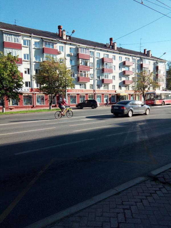 Пешеходам точно не мешает пдд, велосипедист