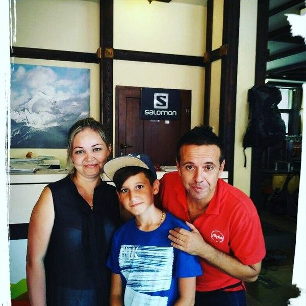 Андрей Губин с фанаткой и ее сыном. 2017