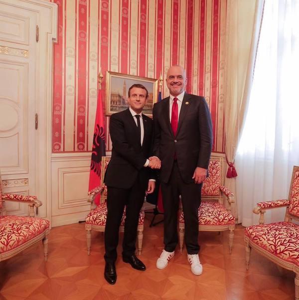 Стильно,модно,молодёжно Албания, Франция, Этикет, Дипломатия, Дресс-Код, Адидас, Кроссовки
