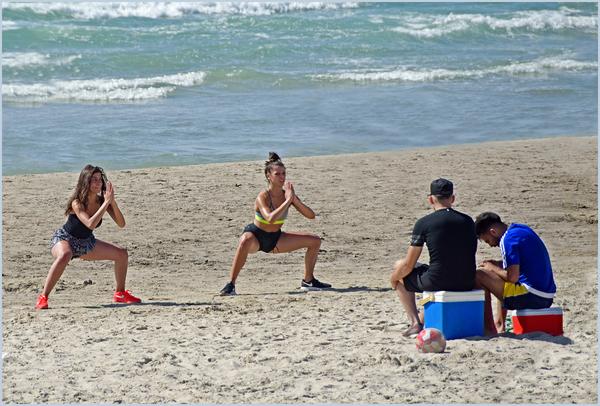 """""""Давай просто не смотреть на них... Море, Пляж, Девушки, Парни, Отношения"""