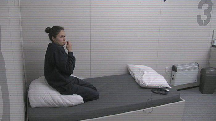 Телеэксперимент: пять суток в одиночной уютной камере без Интернета. эксперимент, телевидение, шоу, без интернета, длиннопост