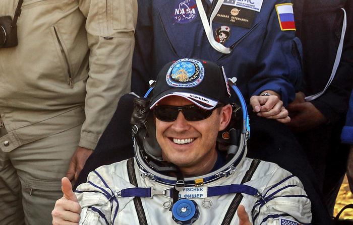 Рассматривал фотографии посадки космонавтов и тут заметил... Милота, Нашивка, Космонавт, Медсестра, Длиннопост