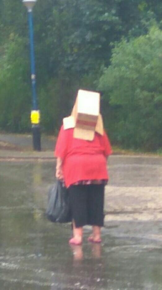 Когда внезапно пошел дождь, а зонт дома