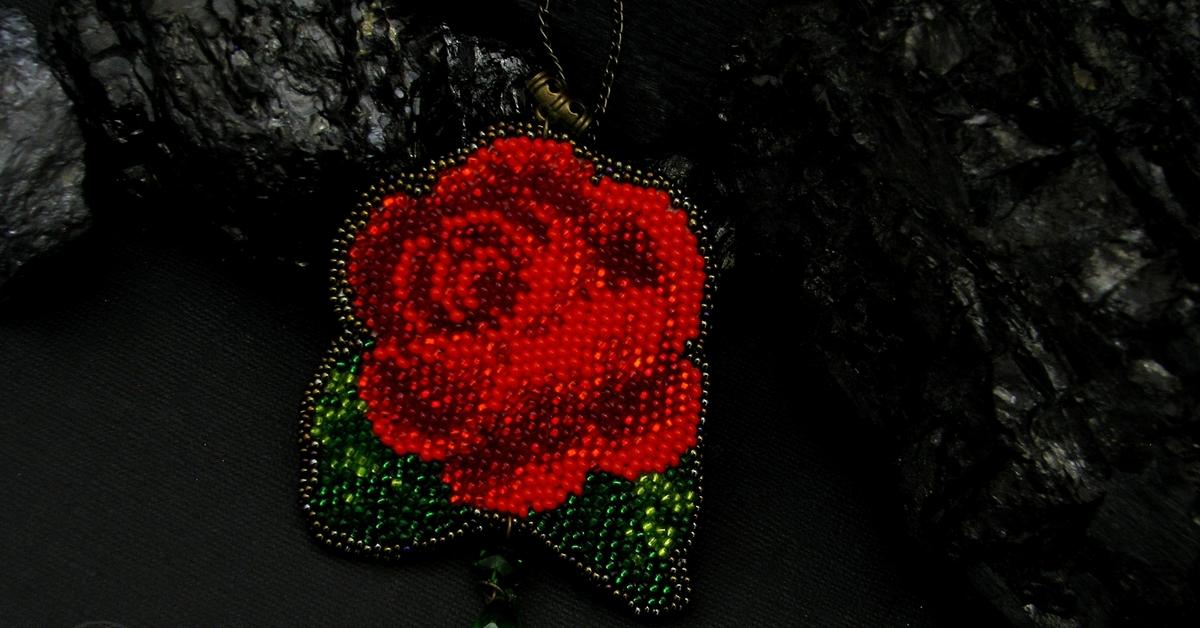 как вышить бисером красно черные розы фото стоимость курсов программа