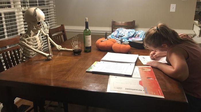 Когда ты пытаешься дождаться, когда же твоя дочь доделает домашнюю работу...