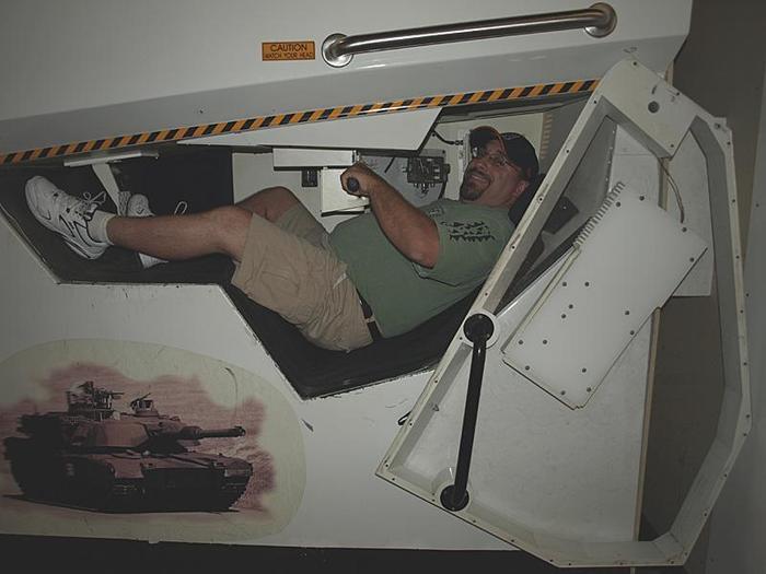 """Место механика-водителя в танке """"Абрамс"""""""