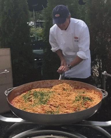 Мне одну большую порцию, пожалуйста!