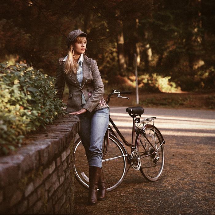 Девочка велосипедистка трусики видео
