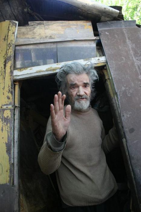 Мир не без добрых людей: Как изменилась жизнь нищего старика после случайного поста в Интернете Общество, жизнь, Бухарест, видео, длиннопост