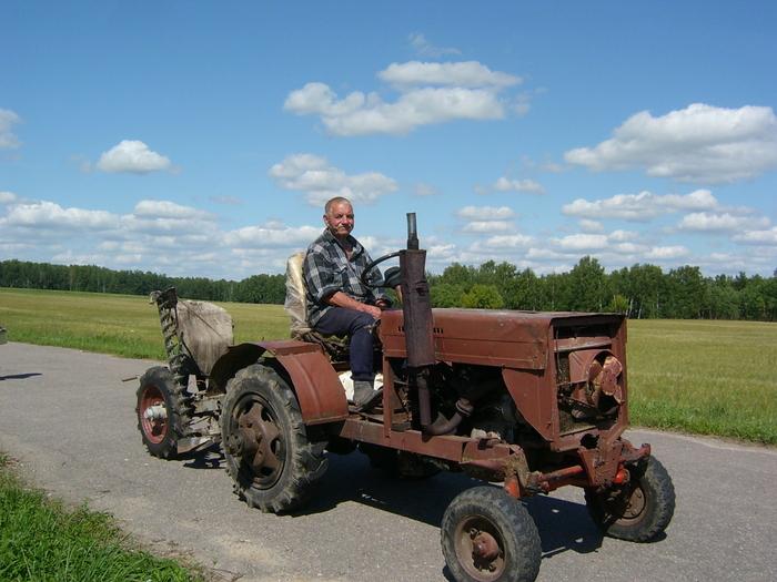 Отец собрал трактор за это лето. Взят за основу проект ЛТЗ. Как Вам чудо сельской техники?
