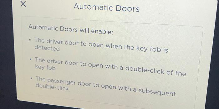 В Австралии грузовик оторвал дверь Tesla Model X, открывшуюся автоматически Австралия, Tesla Model x, Автоматические двери, Грузовик, Видео, Длиннопост
