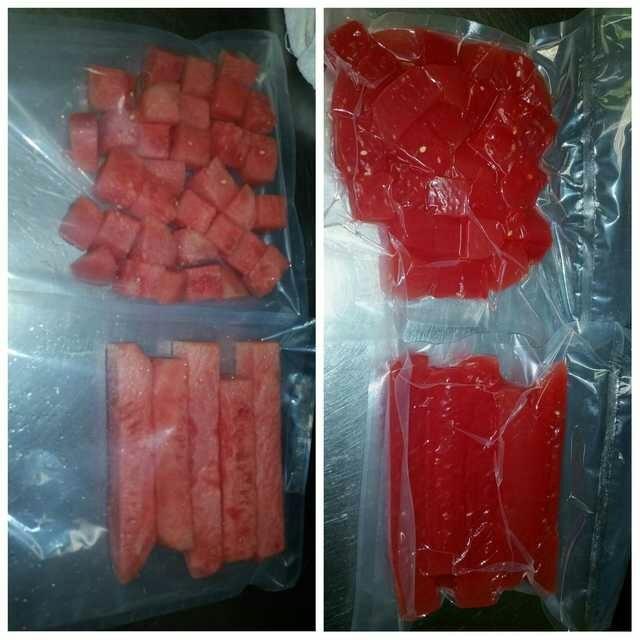 При вакуумной упаковке клетки арбуза лопаются из-за пониженного давления, высвобождая сок, делая вкус и цвет более насыщенными