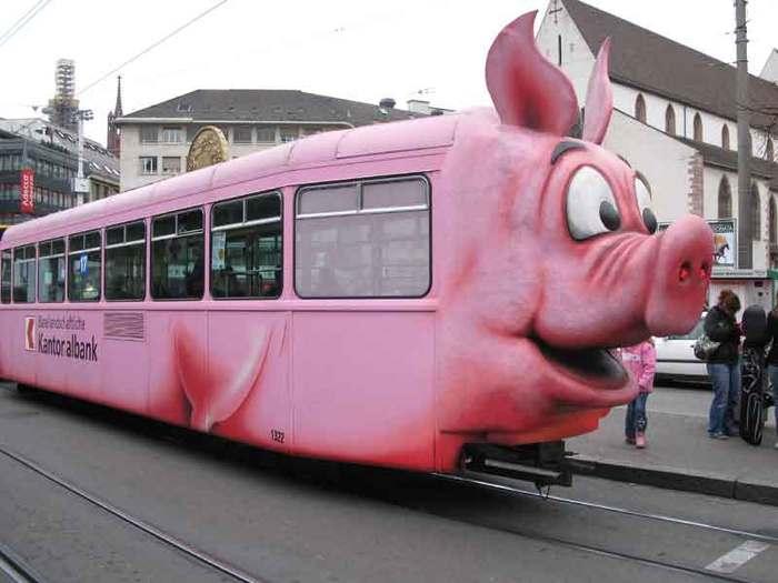 У меня только одна мысль, когда я гляжу на это, сядет ли отбитый мусульманин в этот трамвай