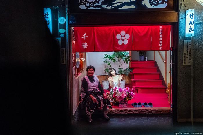 Шлюхи города отару япония, смотреть видео и фото у пьяных женщин трусы между ног