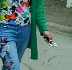Что у девушки в руке? Странности, Фотография, Странный предмет