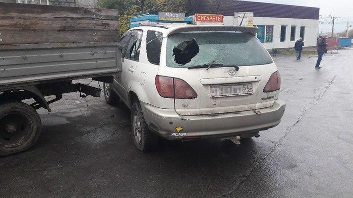 В Новосибирске сотрудники СОБРа по ошибке обстреляли машину местного жителя, заехавшую в зону проведения спецоперации Собр, Ошибка, Обстрел, Новосибирск, Колония, Спецоперация, Длиннопост