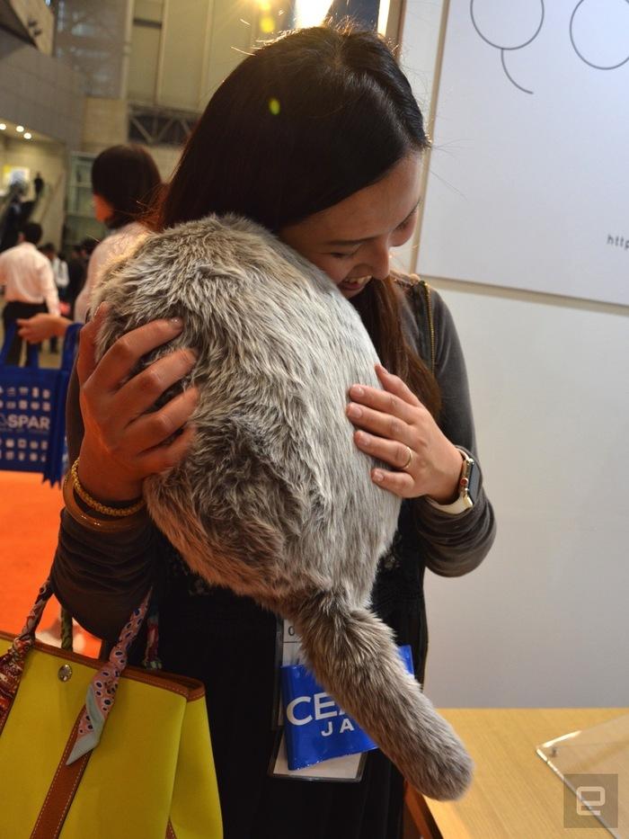 Японцы разработали котоподушку для борьбы со стрессом Японцы, Кот, Робот, Подушка, Видео, Длиннопост