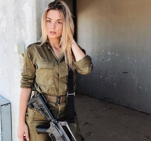 Фотки секс с девушками с оружием видео