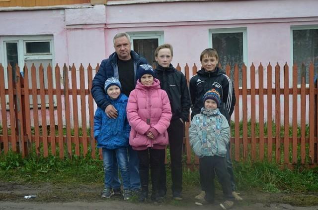 Семью, в которой отец-одиночка воспитывает пятерых детей, сняли из очереди на жилье Отец одиночка, многодетная семья, очередь на жильё, Владимир, новости, дети, длиннопост