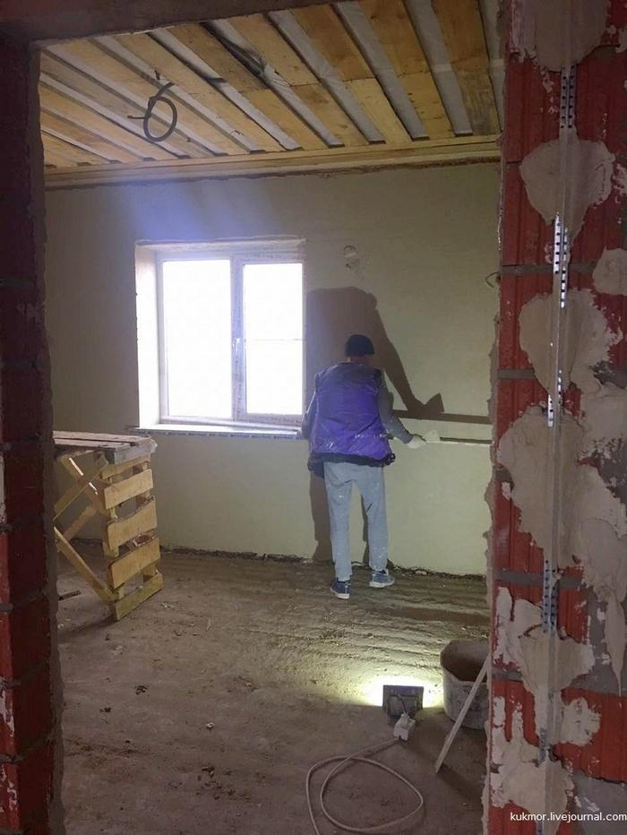 Как нам строят дом под ключ в Казани за 90 дней. 84-86 дни. В доме появилась вода! Штукатурят во всю Строюсвойдом, Свой дом, Дом, Строительство, Моё, Фотография, Штукатурка, Видео, Длиннопост