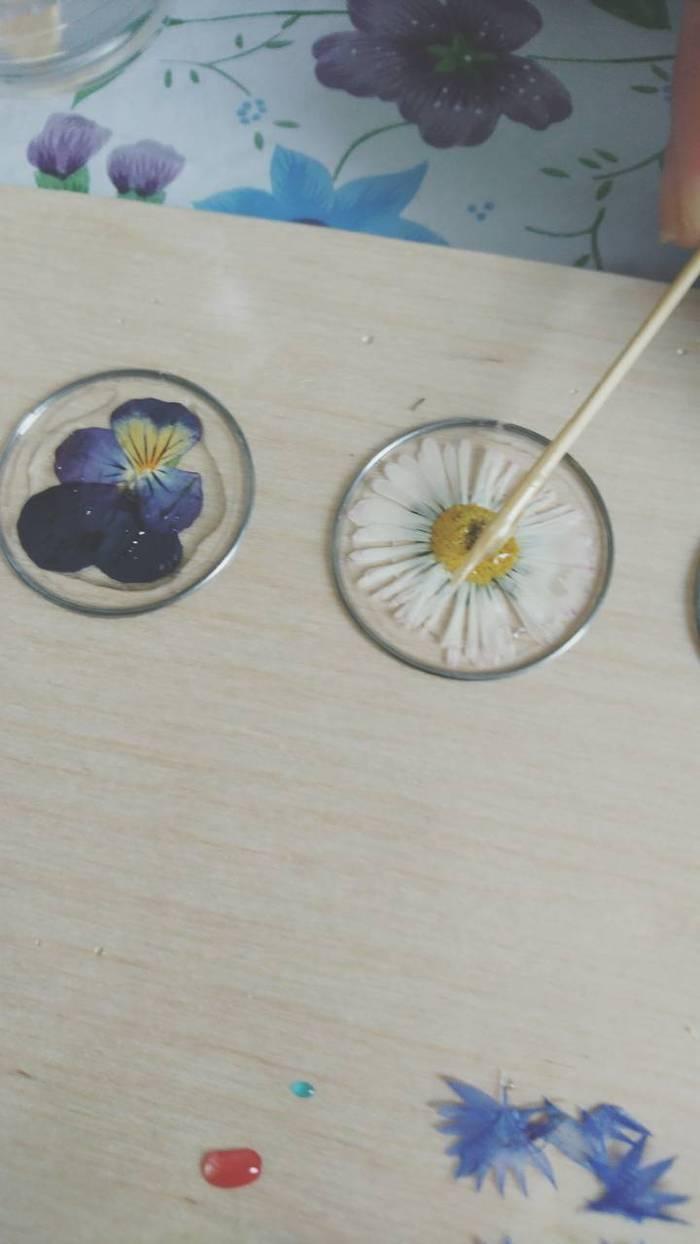 Плоские кулоны с цветами рукоделие с процессом, эпоксидная смола, Смола, рабочий процесс, украшения с цветами, длиннопост, рукоделие