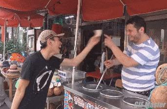 Месть турецкому ловкому продавцу мороженого