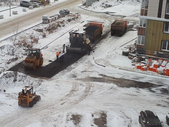 Свежий снег, настало время класть асфальт! Ханты-Мансийск, Снег, Дорожные рабочие, Асфальт