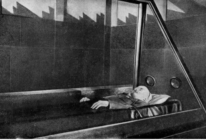 Как в тело Ленина стреляли, пытались взорвать и другие акты вандализма Интересное, Ленин, Красная площадь, Мавзолей, Теракт, Стрельба, История, Вандализм, Длиннопост