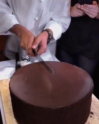 Режем торт...