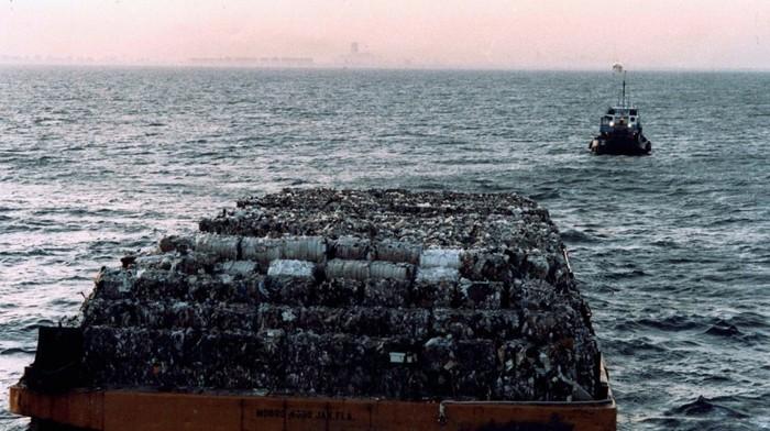 Вонючий Голландец: как мусор из Нью-Йорка совершил путешествие в 9500 км и вернулся обратно Livejournal, Мусор, США, Америка, Мусоровоз, Длиннопост