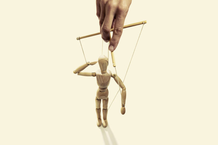 Как распознать манипулятора и не попасться на его крючок Психология, Газлайтинг, Манипуляция, Ассертивное поведение, Самоуважение, Длиннопост