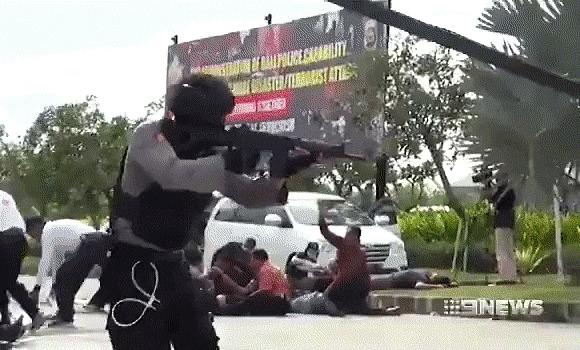 Как в кино Полиция, Спецназ, Тренировка, Учения, Захват, Бросок, Бали, Оружие, Гифка