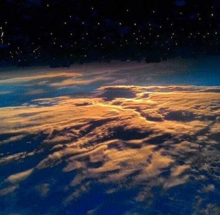 Думаете это фото из космоса или из иллюминатора самолета? Самолет, Саратов, Космос, Город, Небо, Авиация, Облака, Красота
