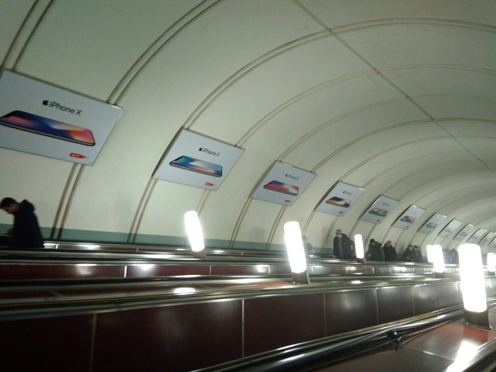 Поддержу тему о рекламе в московском метро Реклама, Московское метро, Новый айфон
