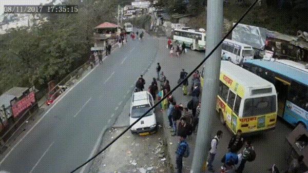 Казнить нельзя помиловать #8 ДТП, Индия, Шимла, Мотоциклист, Сбили, Нарочно, Женщины, Гифка, Видео