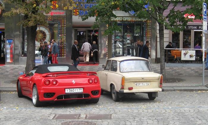 Контраст или наши за границей. Наши соотечественники, Ferrari, Прага, Контраст