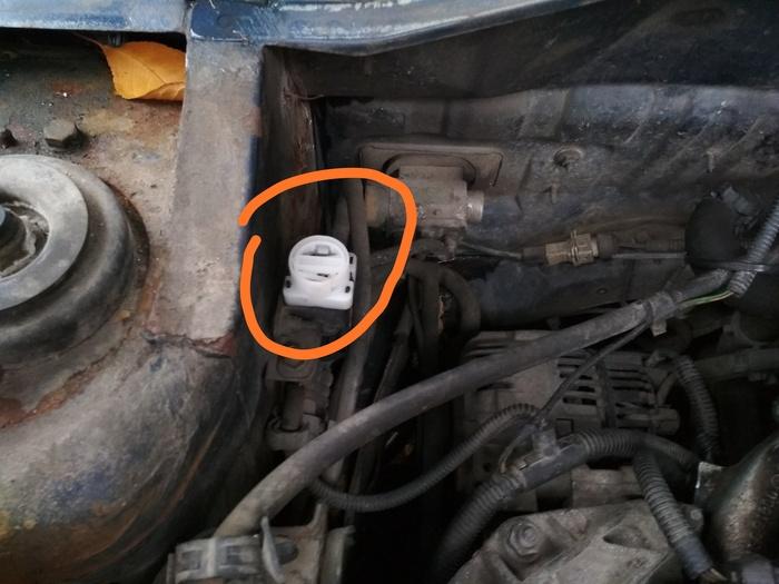Что это такое? Неведомая кнопка под капотом (решено, спасибо!) Что это?, Лига автомобилистов, Citroen zx, Citroen